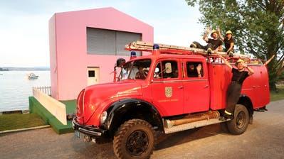 Der Magirus Deutz der Feuerwehr Amriswilvor der Kreuzlinger Seebühne. (Bild: Mario Gaccioli)
