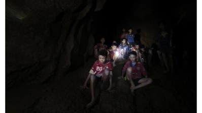Erste Bilder der «Höhlenjungen» aus dem thailändischen Spital