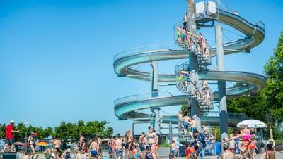 Das Seebad mit der grossen Rutsche ist beliebt bei der Bevölkerung. (Bild: Andrea Stalder)