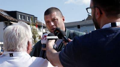 Gefragter Interviewpartner nach seinem Sieg am Zuger Kantonalen: Martin Grab. (Bild: Werber Schelbert (Menzingen, 22. April 2018))