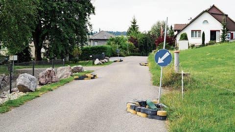 Verkehrsberuhigung beschädigt: Gemeinderat Braunau erwägt striktere Massnahmen für Dorfstrasse