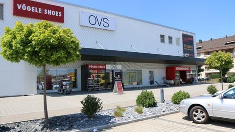 Aldi übernimmt die Ladenfläche von OVS. Coop gegenüber war bisher der einzige Lebensmittelhändler im Einkaufszentrum Breite. (Bild: Hans Suter)
