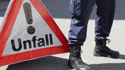 Polizist Polizisten Beamter Beamte Patroullie Uniform          Bild Pd