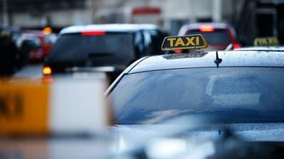 Mehrfach hielt der beschuldigte Taxifahrer mutmasslich die Ruhezeiten nicht ein. Mit einem Trick versuchte er, um eine Busse herum zu kommen. (Symbolbild: Stefan Kaiser)