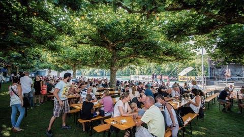 Moskau in Diessenhofen: Auch am Rheinfest verfolgten die Besucher den WM-Final