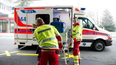 Rettungskräfte des Luzerner Kantonsspitals im Einsatz. (Bild: LZ)