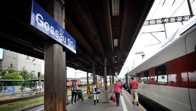 Der Stadtrat fürchtet eine Abwertung des Bahnhofs Gossau mit dem Wegfall der Direktverbindungen nach Wil. (Bild: Ralph Ribi)