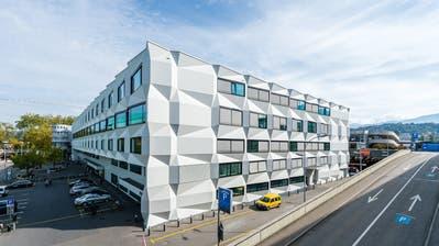 Schauplatz einer Entlassung, die Fragen aufwirft: Das Gebäude der Uni Luzern.(Bild: Roger Grütter)