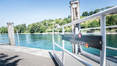 Durch den tiefen Wasserpegel am Bodensee und Rhein, können nicht mehr alle Landestellen angefahren werden. Diessenhofen ist auch betroffen. (Bild: Andrea Stalder)