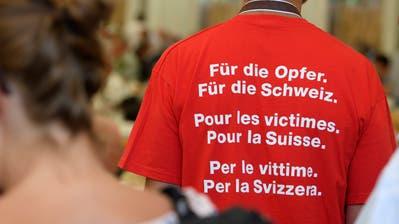 Eine Aufnahme von einem Treffen ehemaliger Verdingkinder Ende Juni in Mümliswil SO, wo die nationale Gedenkstätte für Heim- und Verdingkinder steht. (Bild: Anthony Anex, Keystone)