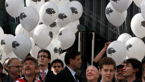 SVP-Anlass zur Ausschaffungsinitiative mit Christoph Blocher (4. von rechts) kurz vor der Volksabstimmung im November 2010. (Bild: Alessandro Della Bella, Keystone)