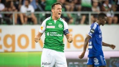 Mit einem Weitschuss trifft FCSG-Captain Silvan Hefti zum 1:1 und leitet damit die Wende im Spiel gegen Sarpsborg ein. (Bild: Benjamin Manser)