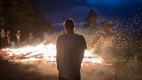 Jegliches Feuer im Freien, das Abbrennen von Feuerwerk und das Wegwerfen von Raucherwaren etc. ist auf dem gesamten Gemeindegebiet von Grabs, Gams und Sennwald ab sofort generell verboten. Dies gilt auch für privaten Grund. (Bild: Benjamin Manser)