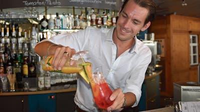 Rick Wassenaar, stellvertretender Geschäftsführer im Treffpunkt Herisau, weiss, was es für einen gelungenen Cocktail braucht. (Bilder: Alessia Pagani)