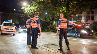 Die Polizei im Einsatz.© Urs Bucher/TAGBLATT