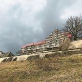 Umbauarbeiten: Schloss Sonnenberg in Stettfurt mit Gerüst. (Bild: Peter Exinger,4. Februar 2018)