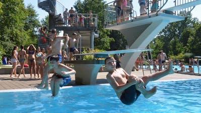 Über das ganze Wochenende strömten weit über 3000 Badegäste ins MünchwilerParkbad. (Bild: Christoph Heer)