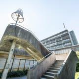 Die Bauten des Gewerblichen Berufs- und Weiterbildungszentrum (GBS) im Riethüsli in St.Gallen sollen für 90 Millionen Franken saniert werden. (Bild: Hanspeter Schiess)