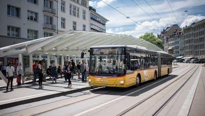 Viele Stadtbewohner würden die Haltestellen für Busse, Postautos und dieAppenzeller Bahn gerne amBohl lassen. Doch das ist nicht so einfach, wie eine neue Verkehrsstudie zeigt. (Bild: Benjamin Manser)