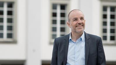 Roland Fischer, Präsident der Grünliberalen Partei des Kantons Luzern, will in den Regierungsrat.Auf dem Bild zu sehen ist Fischer vor dem Luzerner Theater. (Bild: Pius Amrein (Luzern,31. März 2016))