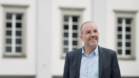 Roland Fischer, Präsident der Grünliberalen Partei des Kantons Luzern, will in den Regierungsrat. Auf dem Bild zu sehen ist der 53-jährige Udligenswiler vor dem Luzerner Theater. (Bild: Pius Amrein (Luzern, 31. März 2016))