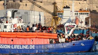 Erste Flüchtlinge von «Lifeline» von Malta in Richtung Frankreich