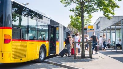 Bald schon könnte der Ortsbus am Bahnhof Weinfelden seine Fahrgäste ein- und ausladen. (Bild: Andrea Stalder, 2. August 2017)