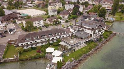 DieBauvisiere zeigen: Der neue Ostflügel des Hotels würde rund einen Drittel höher. Bild: Marcel Muttner