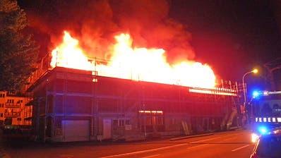 Hoher Sachschaden bei Mehrfamilienhaus-Brand in Uttwil TG