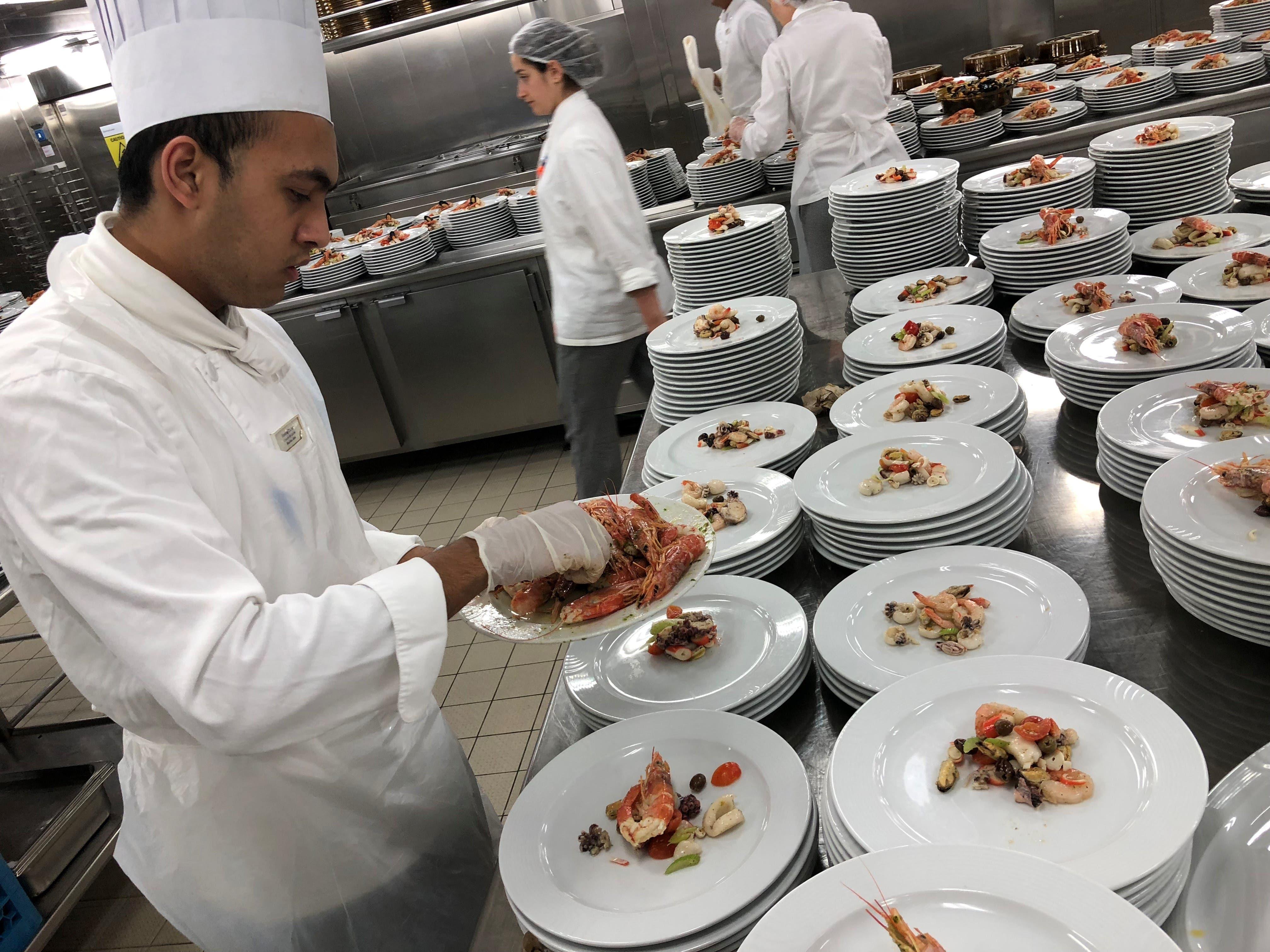 Auf der Costa Diadema werden jeden Tag bis zu 40'000 Teller zubereitet.