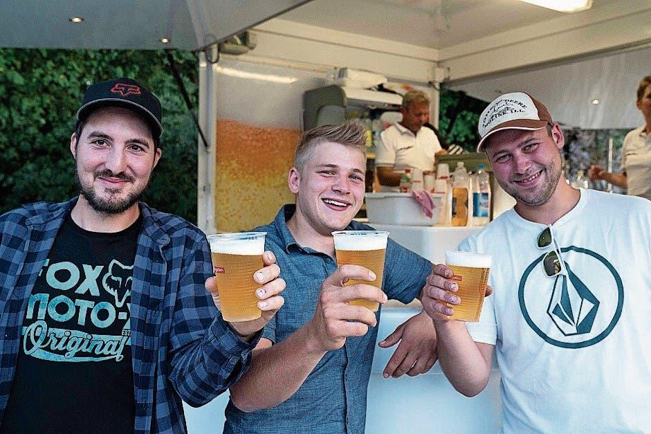 Dani Hutterli, Cedi Schenk und Georg Truninger bevorzugen ein kühles, schmackhaftes Bier.