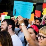 500 Menschen protestieren in der Schweiz gegen Gewalt an Frauen