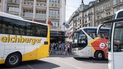 Könnten bald kosten: Carhaltestellen beim Schwanenplatz in der Stadt Luzern. (Bild: Urs Flüeler/Keystone, 21. Juni 2018)