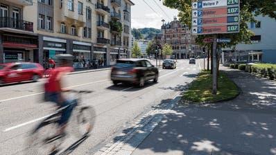 Die Nullen leuchten, obwohl Plätze frei sind: Verwirrung um das St.Galler Parkleitsystem