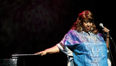 Aretha Franklin bei einem Auftritt 2006 in New York.  (Bild: Keystone/AP Photo/Jason DeCrow)