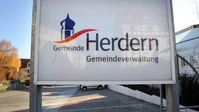 Die Herdermer Gemeindeverwaltung in Lanzenneunforn. (Bild: Nana do Carmo)