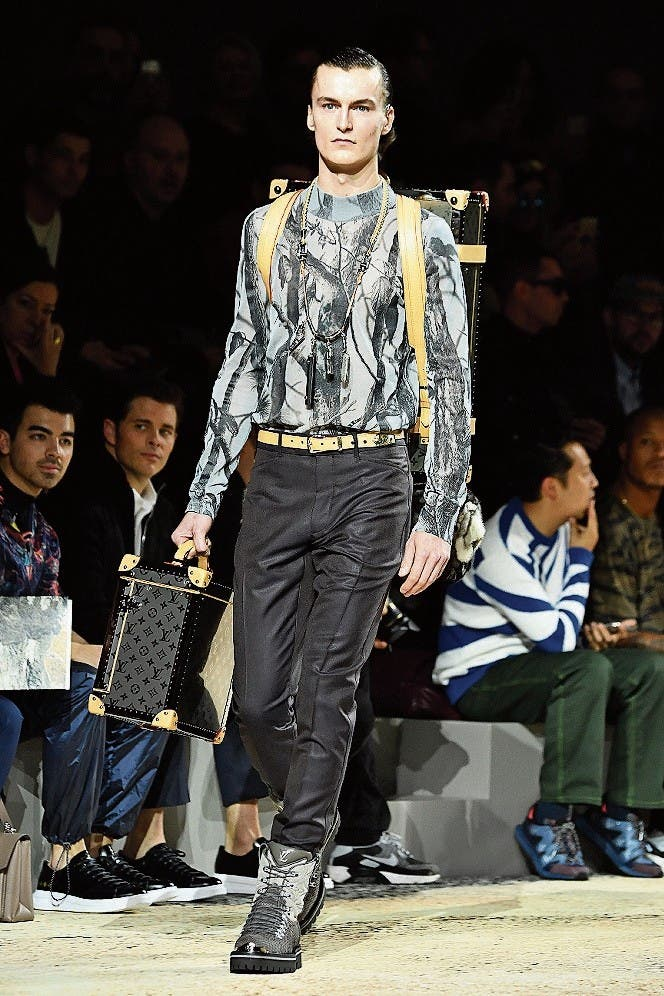 Moderedaktorinnen, Models, Bloggerinnen: Alle lieben das Tucking. Louis Vuitton Men ebenso. (Bild: Bilder: Getty)
