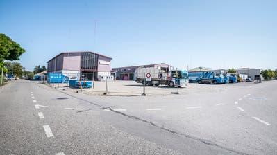 Die Firma Imhof hat das ehemalige Strabag-Areal in Kreuzlingen übernommen und plant dort ein neues RAZ. (Bild: Andrea Stalder)