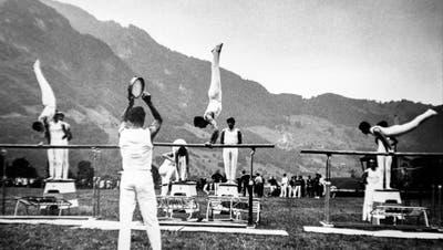 Der Turnverein Kriens mit Otto Merkofer am Tamburin am Kreisturnfest in Stans 1961. Bild: PD
