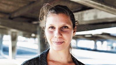 Wenn ein gefrorener Toter vom Himmel fällt: Der Debütroman von Gianna Molinari