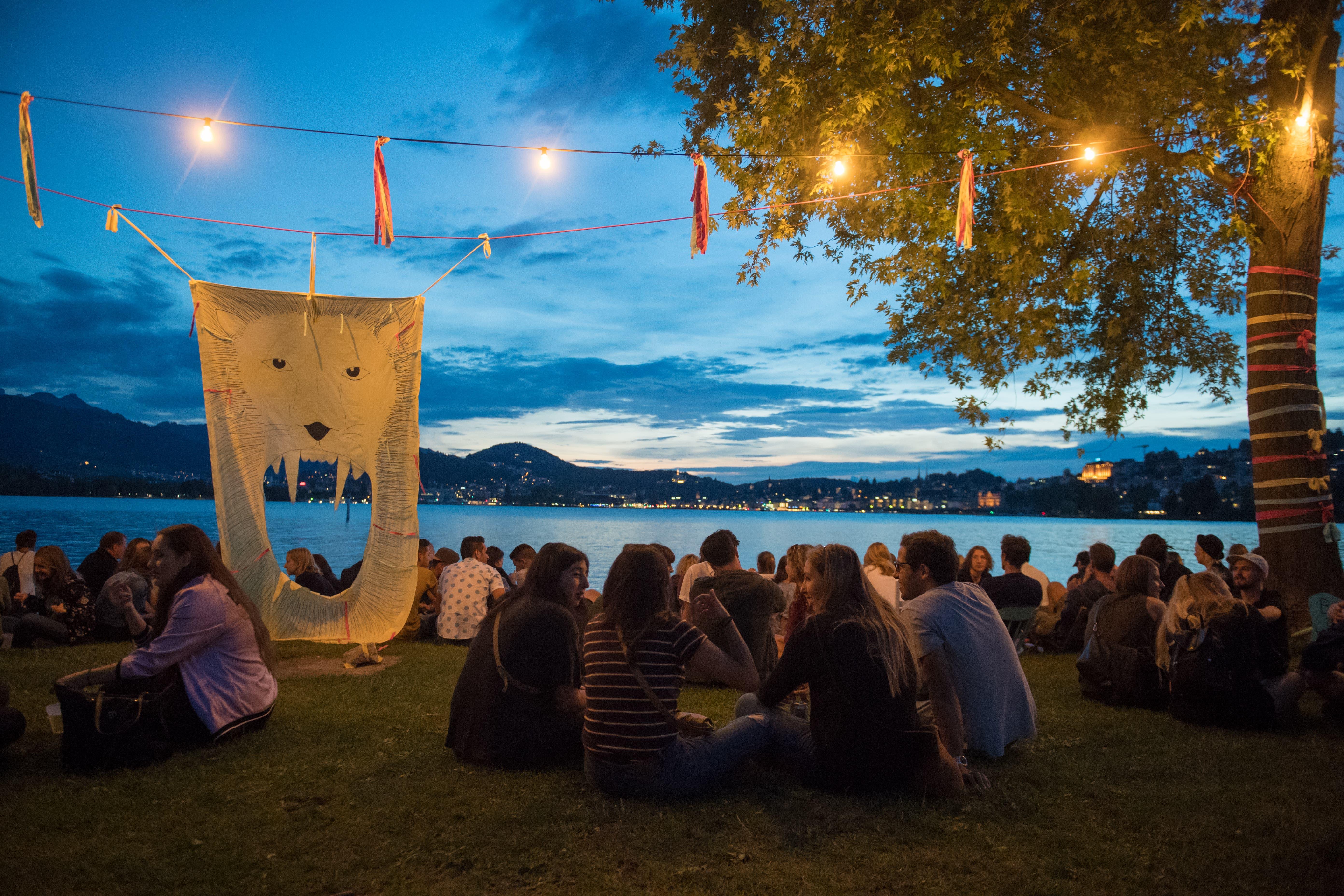 Gemütliche Stimmung auf der Lidowiese in Luzern. (Bild: Boris Bürgisser (Luzern, 17. August 2018)