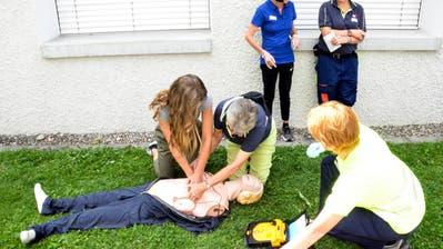 Die Samariter übten diverse Unfallszenarien auf dem Münchwiler Waldegg-Areal. (Bilder: Christoph Heer)
