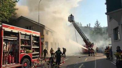 Bäch: Maschinenfabrik steht in Flammen
