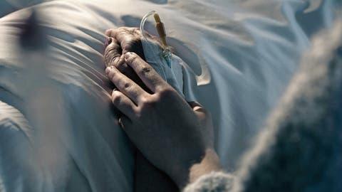 Palliative Care in finanziellen Nöten: Beim Sterben fehlt das Geld