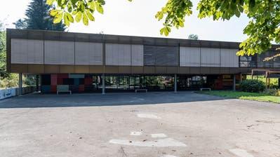 Das Grenzhof-Schulhaus: Ein schadstoffbelastetes Baudenkmal. (Bild: Roger Grütter (20. August 2018))