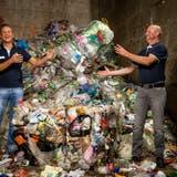 Markus Tonner von der InnoRecycling AG (links) und Markus Gasser von der Gasser AG in Dagmersellen.Bild: Philipp Schmidli (22. August 2018)