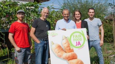 Machen sich für die Fair-Food-Initiative stark: Beat Schenk, Toni Kappeler, Kurt Egger, Nina Schläfli, Simon Vogel. (Bild: ck)