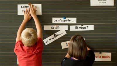 Der Sinn oder Unsinn des Unterrichts von zwei Fremdsprachen auf der Primarstufe wird im Kanton Luzern weiterhin diskutiert. (Symbolbild: Dominik Wunderli)