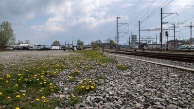 Der provisorische Standplatz für die Fahrenden beim Bahnhof Rothenburg.Das Areal ist an der Wahlingenstrasse neben der Parzelle vom Opacc Areal. (Bild: Nadia Schärli (Rothenburg, 5. April 2017))
