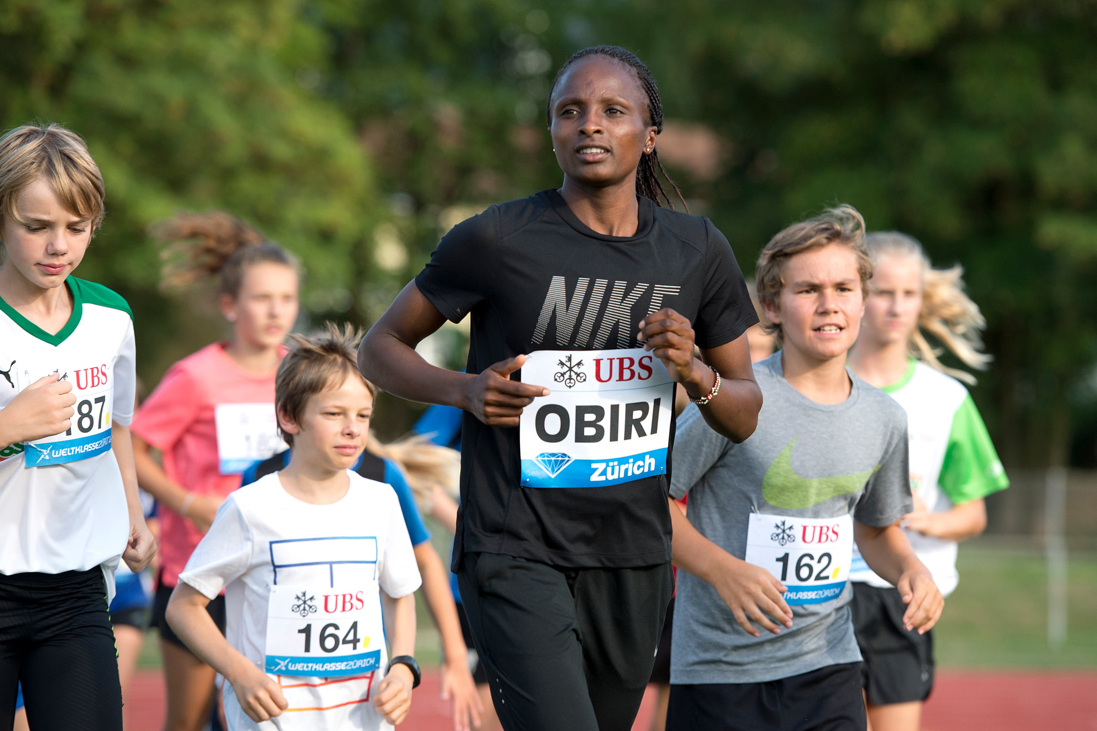 Mit dabei auf der Herti-Anlage war auch Weltmeisterin Hellen Obiri aus Kenia. (Bild: Maria Schmid ( Zug, 28. August 2018 ))